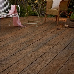 Millboard weathered oak vintage - garden shot