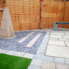 Elliotts Tadley landscaping display – artificial grass, paving and aggregate